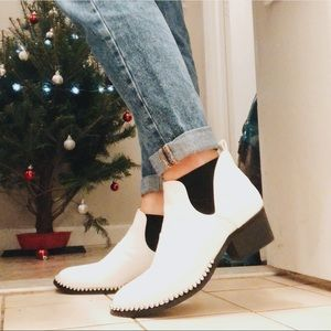 WHITE CUT OUT BOOTIES